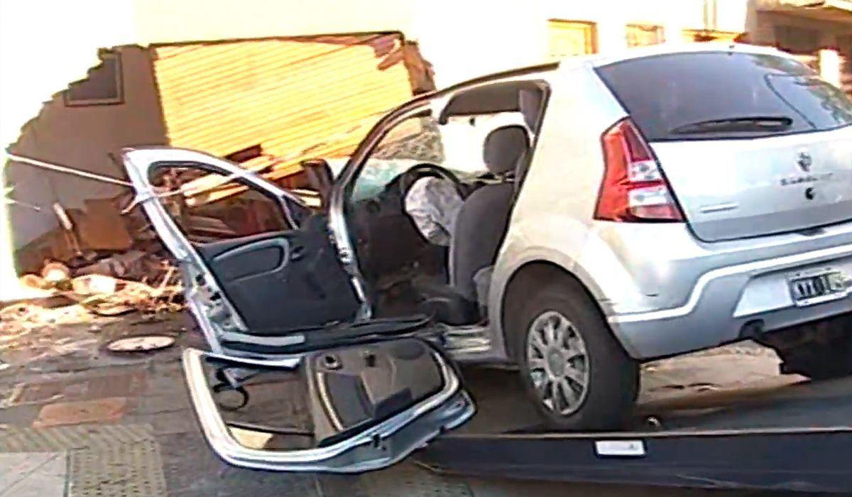Así se incrustó el auto en Mataderos