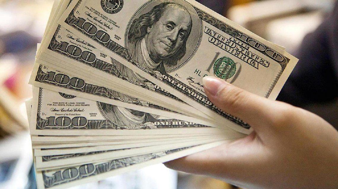 El dólar saltó 27 centavos y cotizó a $18,61: en dos semanas subió $1