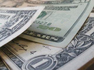 tras la leve baja de tasas, el dolar se hundio 32 centavos y cerro a $18,99