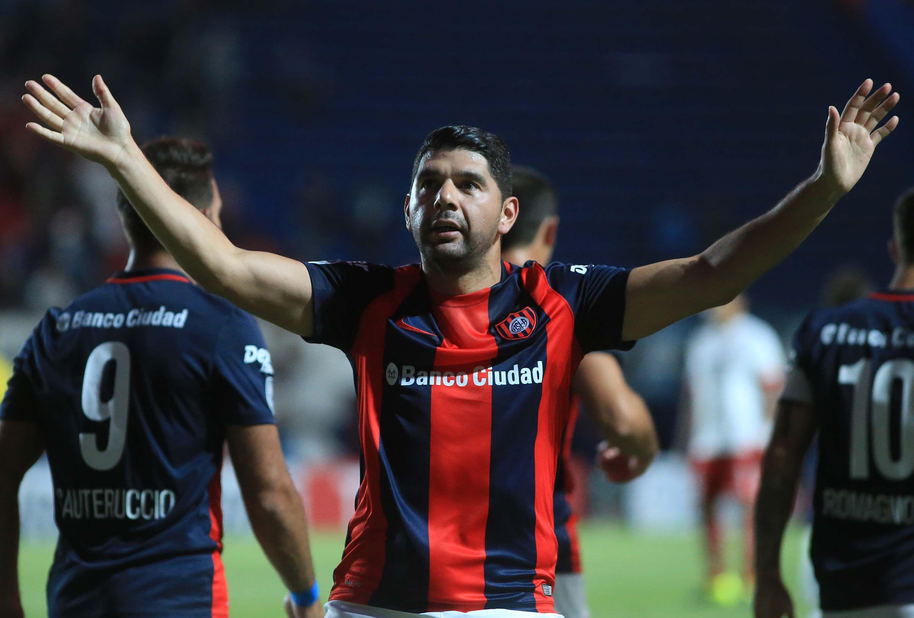 Néstor Ortigoza celebrando un gol para San Lorenzo