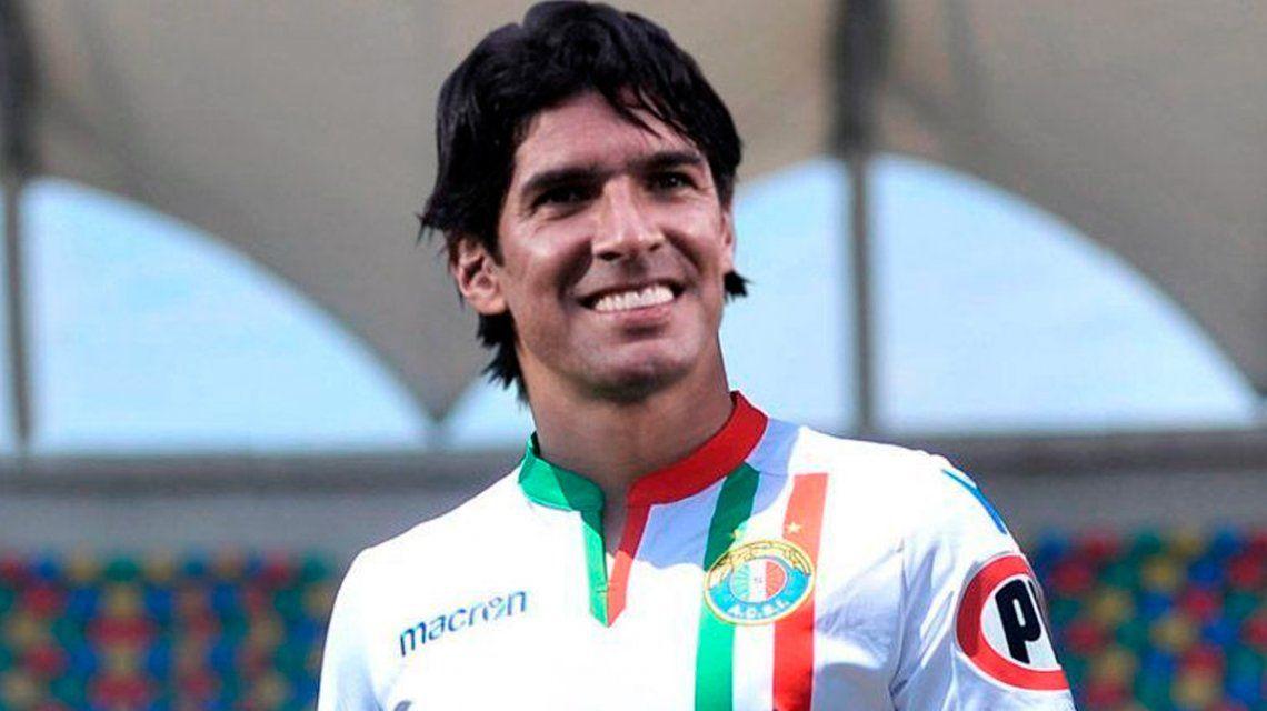 Sebastián Abreu con la camiseta del Audax Italiano