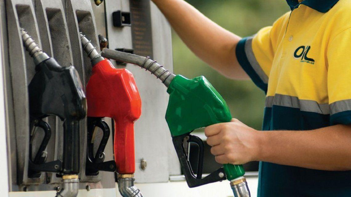 Caída del valor del barril de petróleo: ¿puede bajar el precio de la nafta en el país?