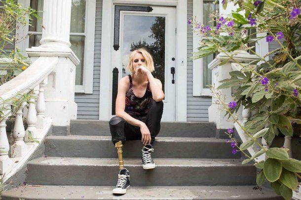 La modelo Lauren Wasser perdió una pierna por usar un tampón contaminado