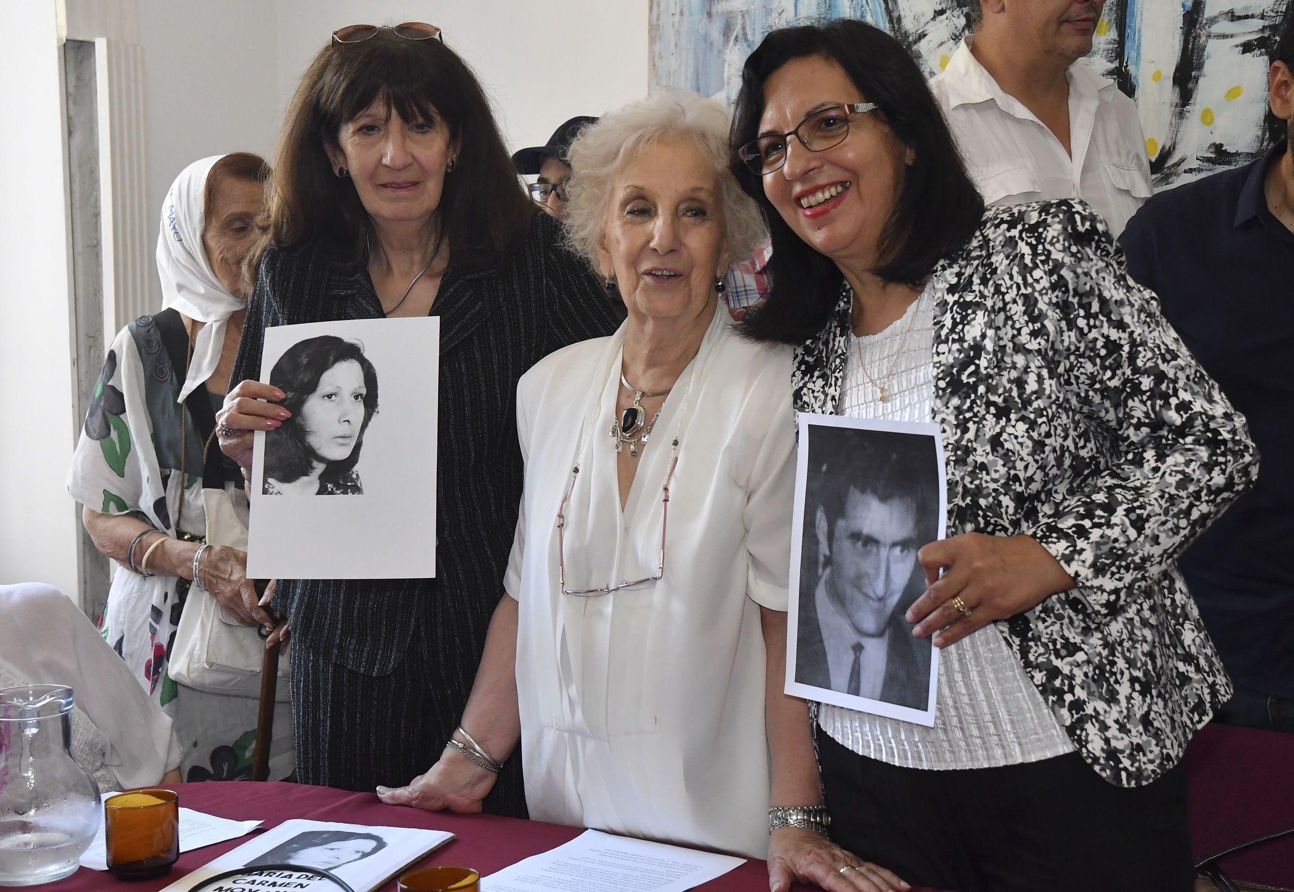 Estela de Carlotto con las tías de la nieta 127