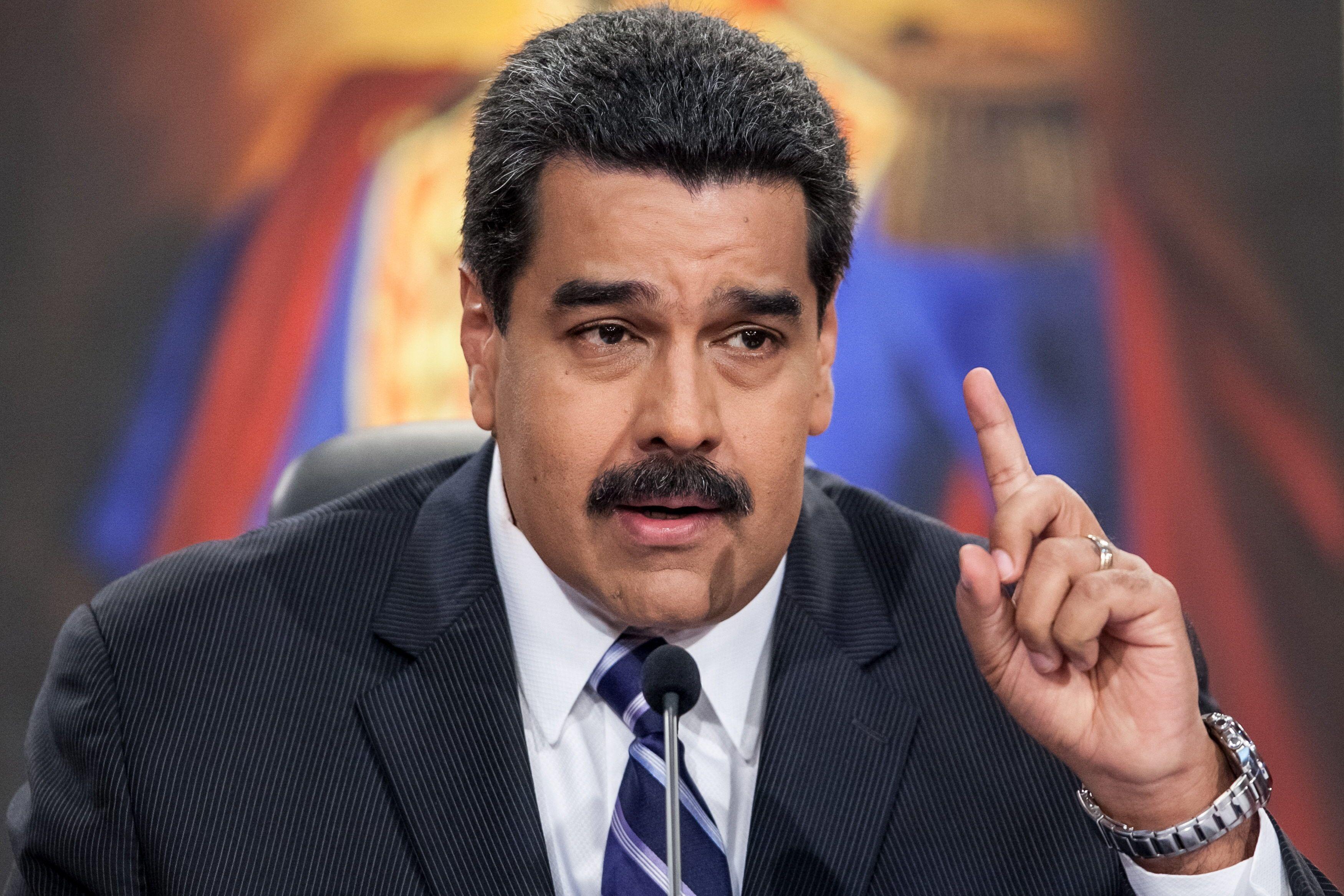 Maduro culpó a Portugal por no haber podido repartir jamones en Navidad