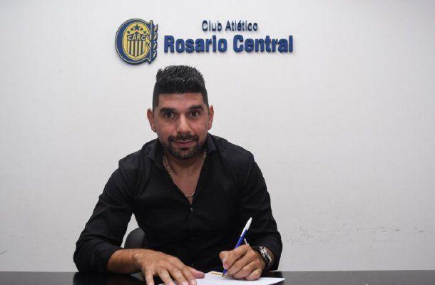 Néstor Ortigoza firmó con Rosario Central - Crédito: @CARCoficial