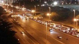 Corte total en autopista Ricchieri por una protesta de choferes de combis