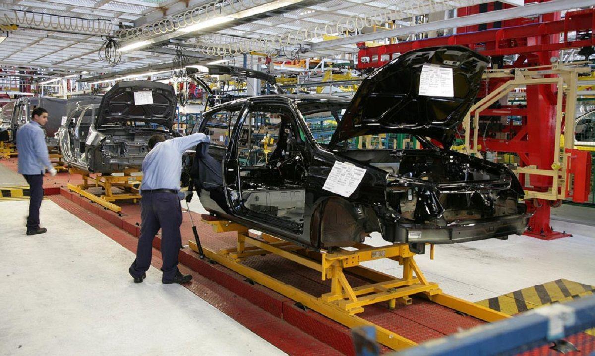 Una de las fábricas de autos que están en el país