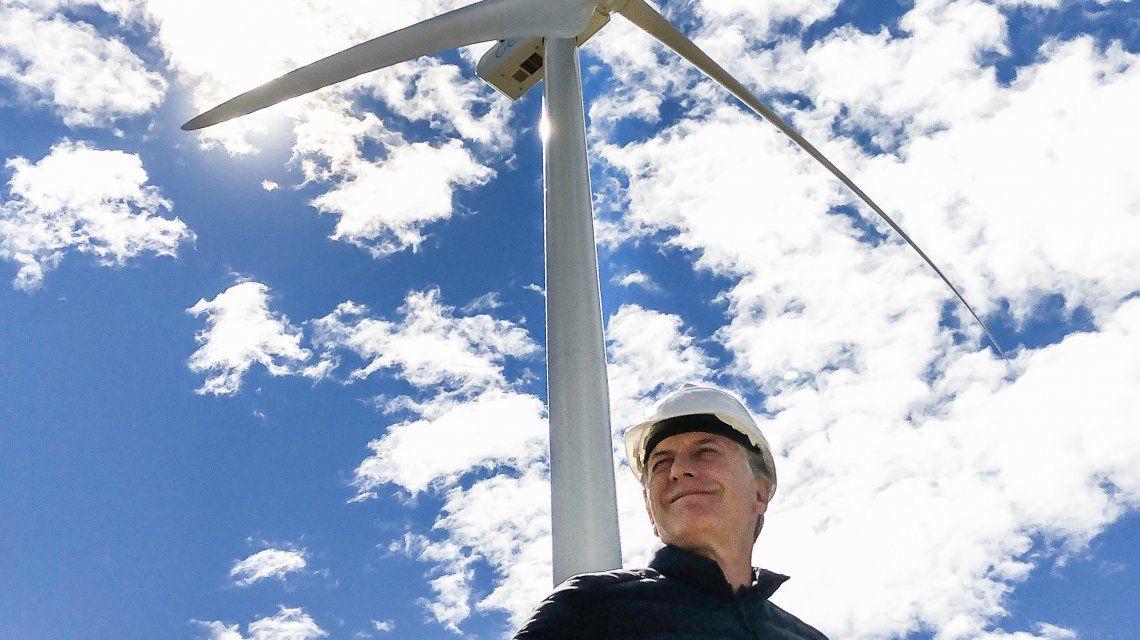 Macri interrumpió sus vacaciones para inaugurar nuevas obras en el Parque Eólico Rawson