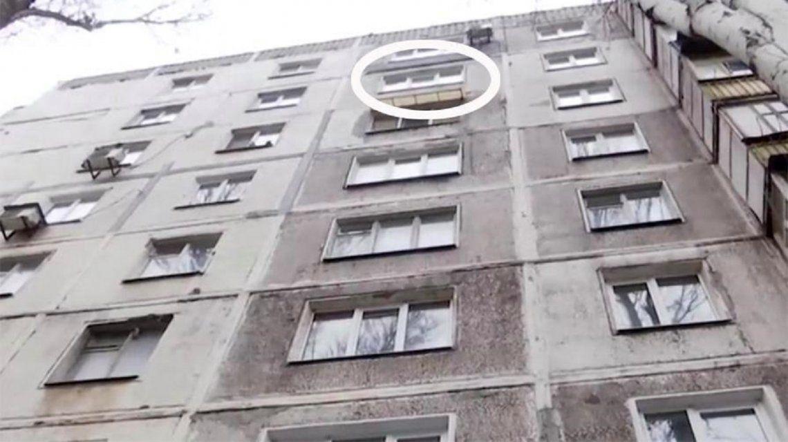 Edificio donde se lanzó el hombre.