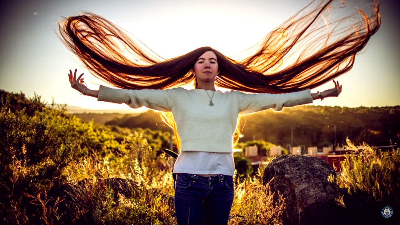 Una joven cordobesa se quedó con el récord del pelo más largo del mundo