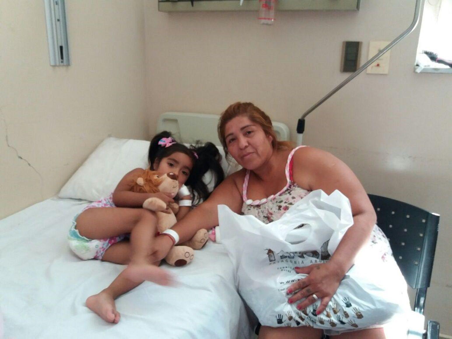Jade Moscoso tiene 3 años y está internada en el Hospital de Niños.