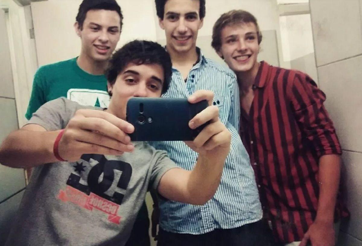 Fernando Pastorizzo junto con sus amigos.