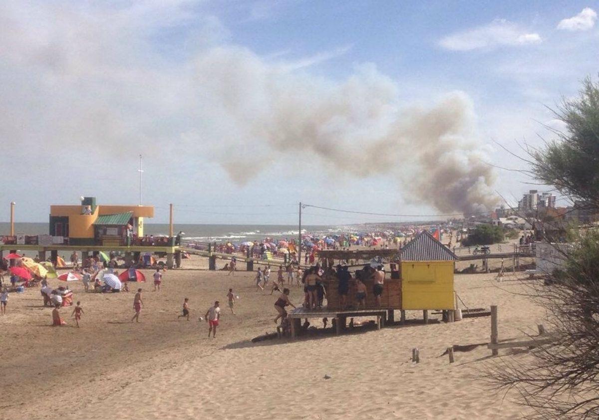 Miles de personas vieron cómo se quemaba el monte