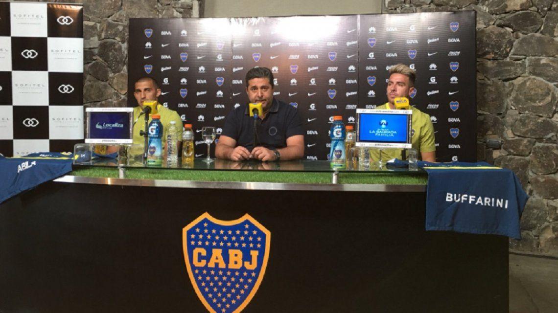 Las dos caras nuevas junto al presidente Angelici en Cardales (foto: prensa Boca)