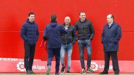 El DT de la Selección visitó la concentración de su ex club (foto: El Desmarque)