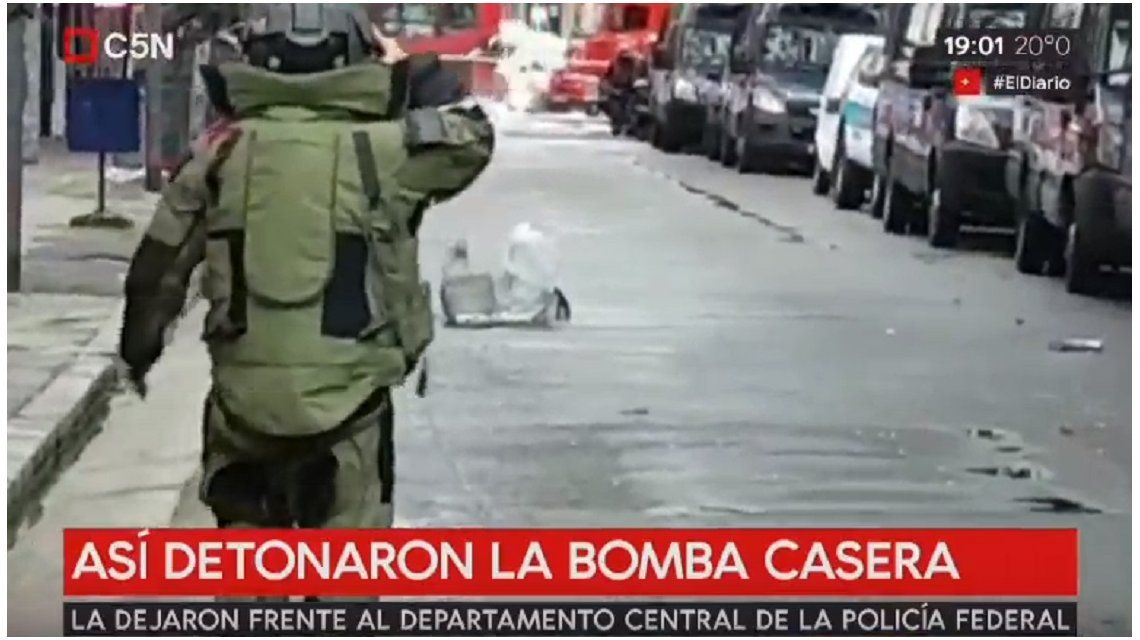 Detonaron dos bombas caseras que habían sido dejadas frente a la sede central de la Policía Federal