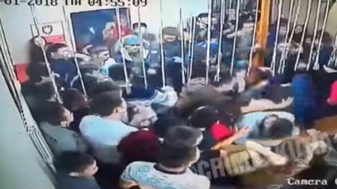 VIDEO: Brutal batalla campal en un boliche durante Año Nuevo
