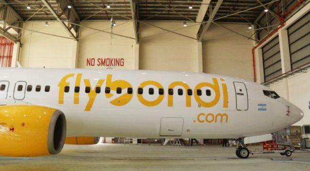 El avión de Flybondi llegará en un mes a la Argentina.