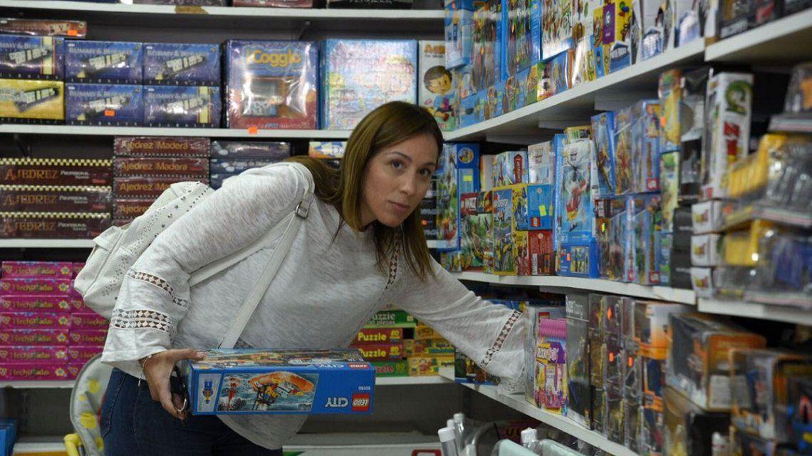 Vidal habló sobre la foto en la juguetería: Aparte de gobernadora soy mamá
