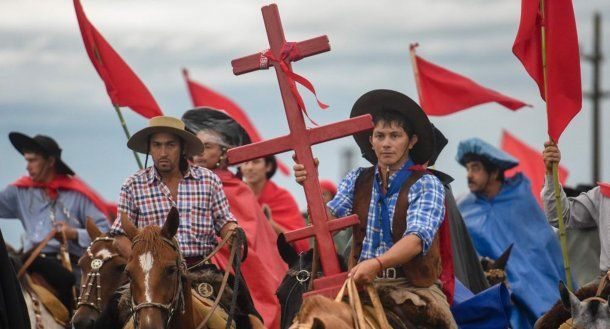 Rojo liberal, para venerar al Gauchito Gil.
