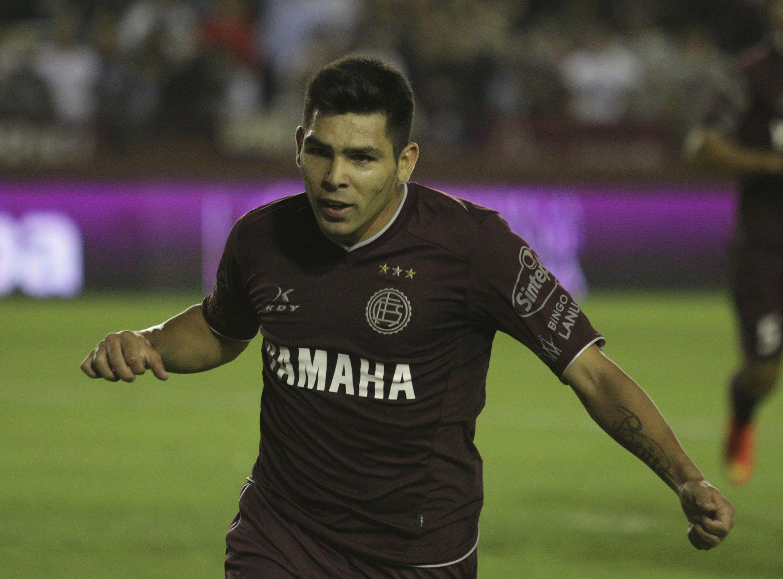 Silvio Romero con la camiseta de Lanús