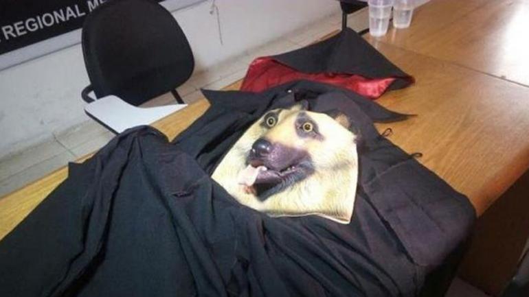 La Policía encontró una capa y una máscara usada por el líder de la secta