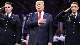 Trump fue blanco de burlas en las redes por no saber la letra del himno de Estados Unidos