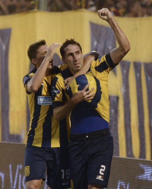 Alejandro Donatti celebrando un gol en Rosario Central<br>
