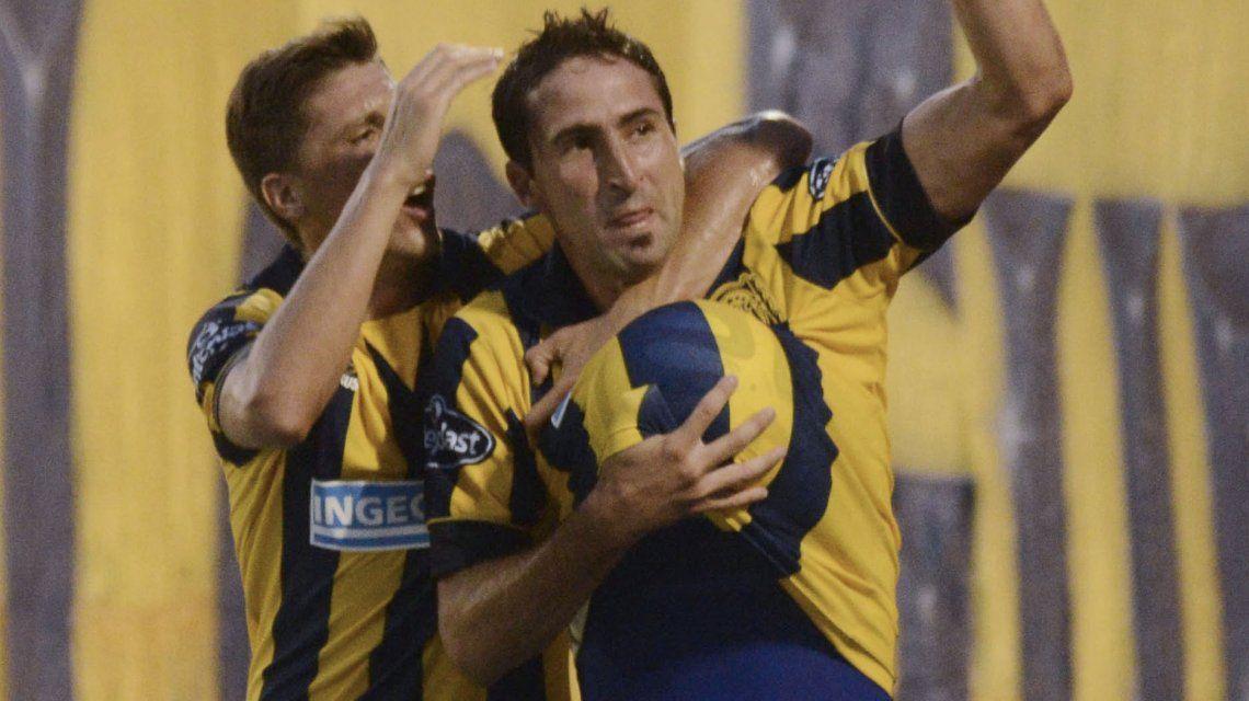 Alejandro Donatti celebrando un gol en Rosario Central