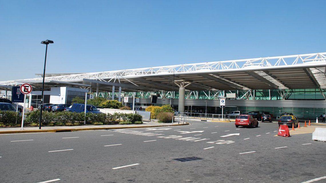 Desde hoy se podrá dejar el auto estacionado en Ezeiza durante un mes: ¿cuánto sale?