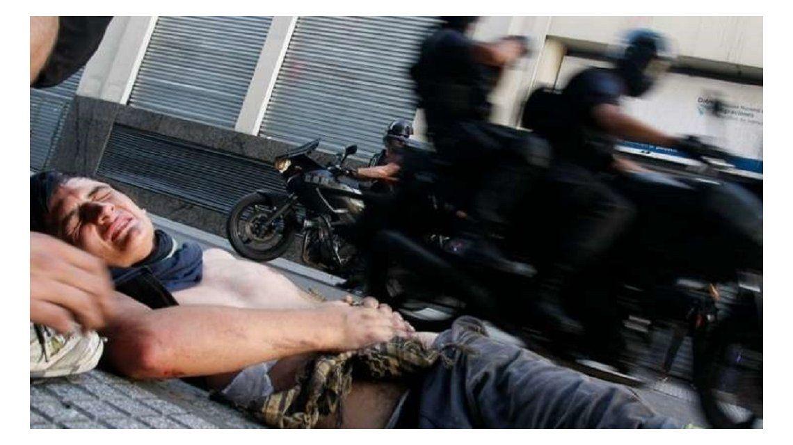 Policía atropelló a indigente durante la represión en el Congreso.
