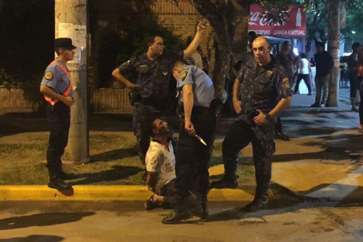 Un hombre atacó con un cuchillo a un policía en pleno festival de Jesús María