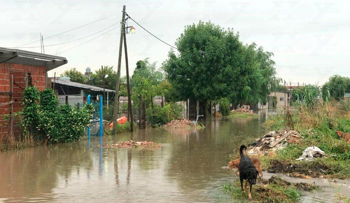 Al menos dos personas murieron durante el temporal que azotó La Plata el viernes y sábado