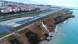 VIDEO: Un avión cayó al mar con 162 pasajeros y no hay ni un solo herido