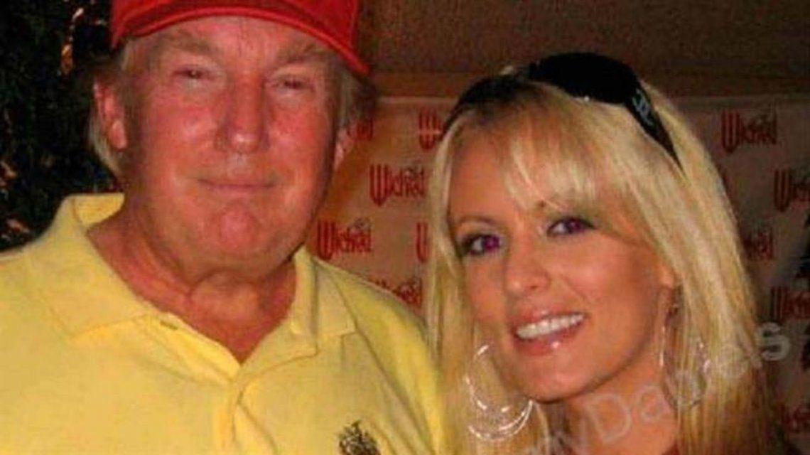 Donald Trump con la actriz porno Stormy Danlieds.