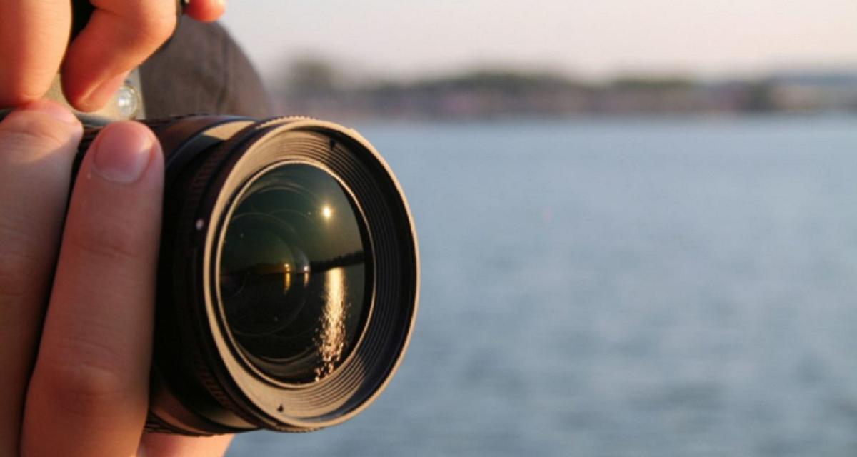 Le cobró 250 dólares a una familia por una sesión de fotos y el insólito resultado se volvió viral