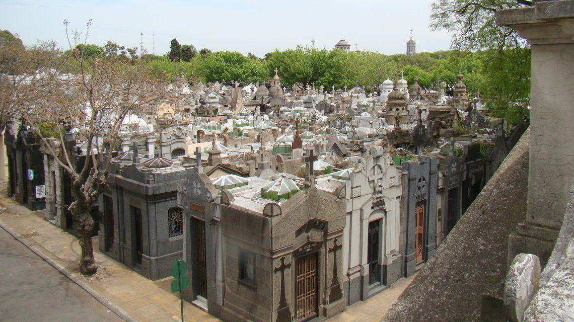 Un hombre intentó violar a una empleada en el baño del cementerio de Chacarita