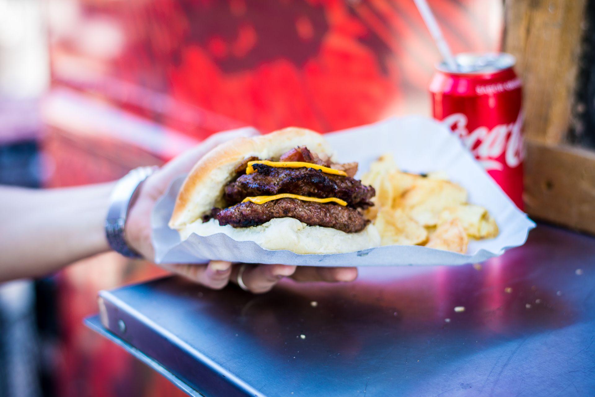 ¿Cómo tiene que ser la hamburguesa argentina ideal?