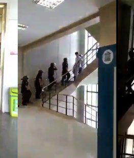 Infantería invadió los pasillos del hospital Posadas