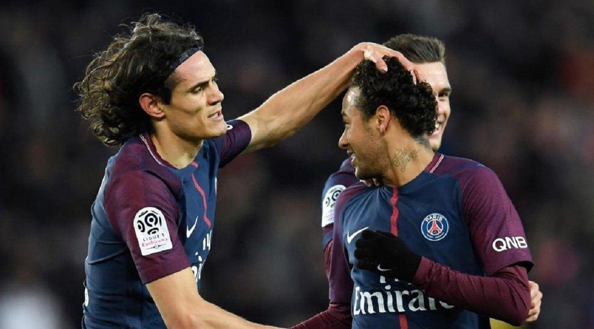 Edison Cavani y Neymar celebrando en la tremenda goleada del PSG al Dijon