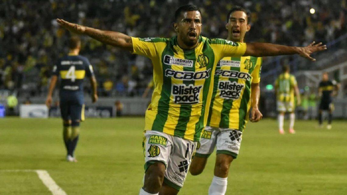 Cristian Chávez celebrando el gol del empate
