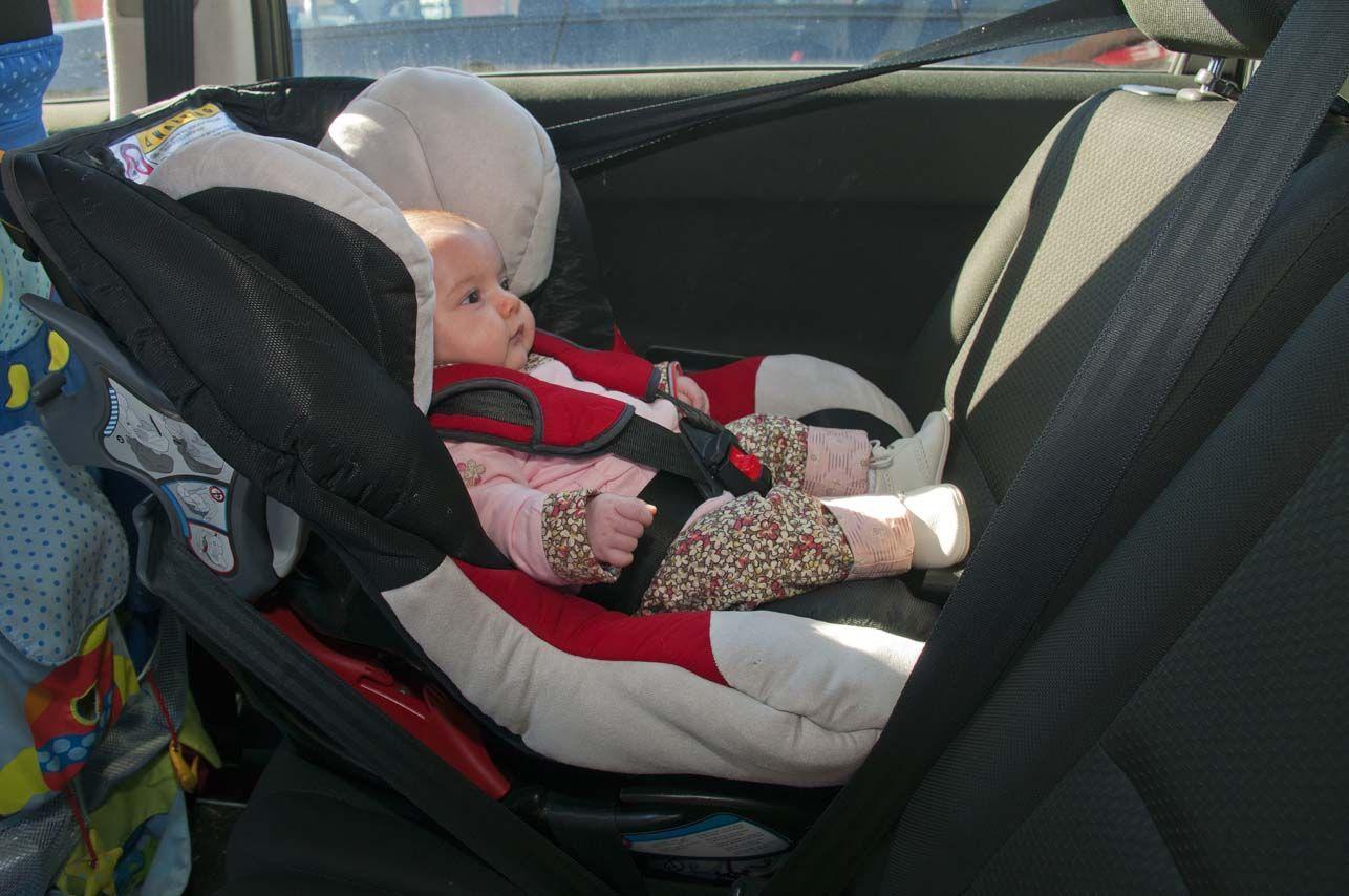 ¡Atención papás! La mayoría de las sillas para nenes en los autos son inseguras