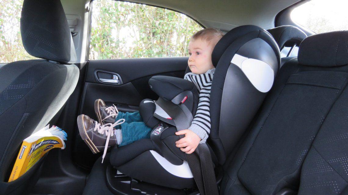 Ahora los ni os de hasta 10 a os tendr n que viajar s o for Sillas para autos para ninos 4 anos
