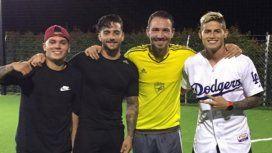 El jugador pretendido por River junto a Maluma, Botero y James Rodríguez