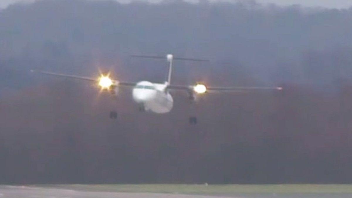 VIDEO: espectacular aterrizaje de un avión en medio del huracán Friederike