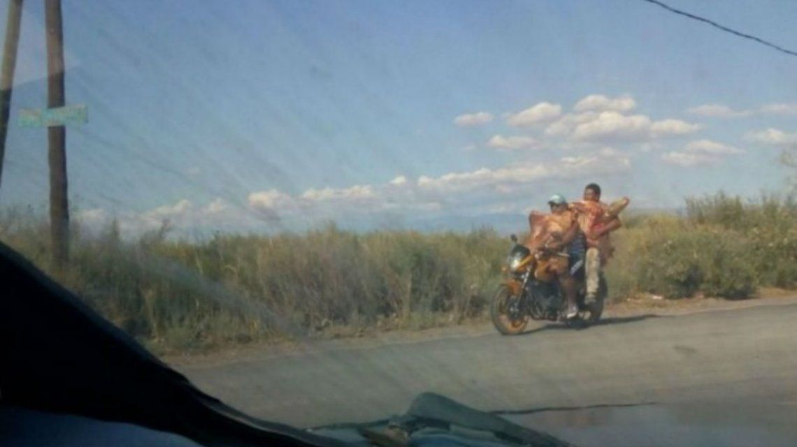 Se llevaron la carne en las motos