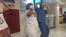 Un médico hacer bailar Despacito a una embarazada