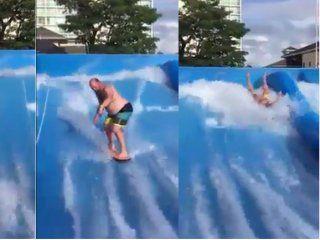 video: quiso hacer surf en una pileta pero paso un mal rato