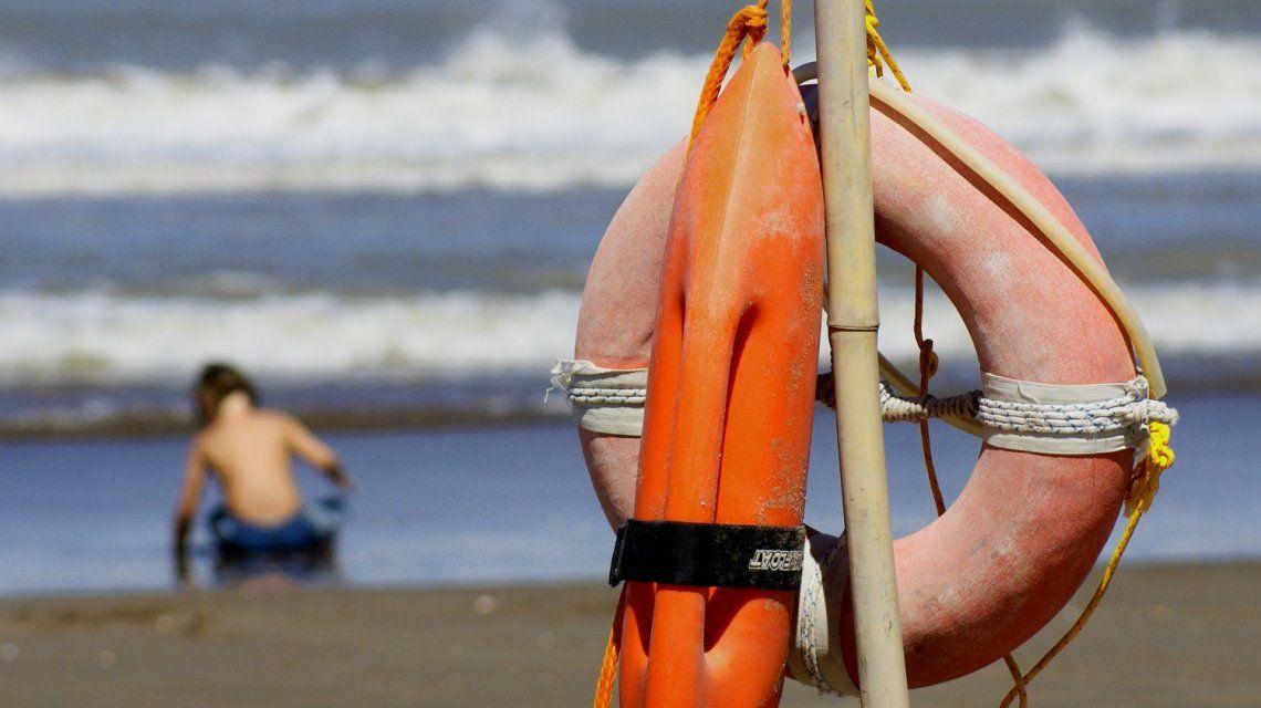 Estaba en una playa de Mar del Plata, le dio un infarto y murió esperando la ambulancia